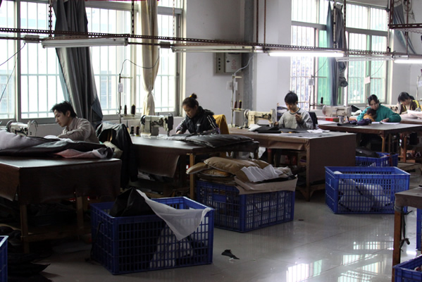 Superbe Workers In Sarahu0027s Familyu0027s Sofa And Recliner Factory In Foshan City,  Guangdong Province.
